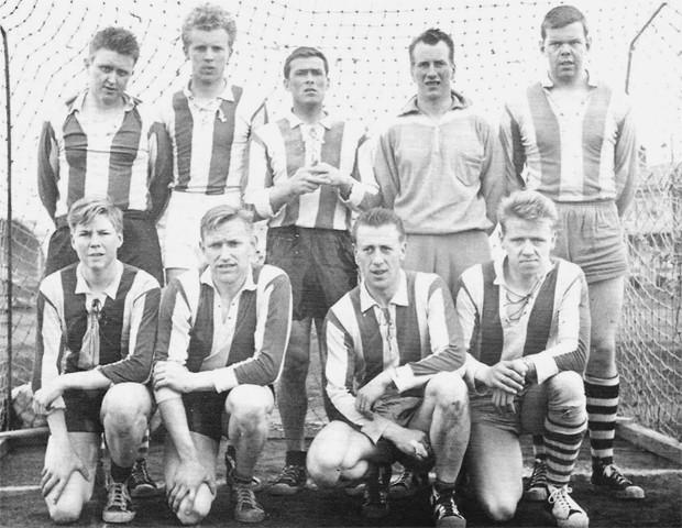 Handknattleikslið ÍBA, sem lék utanhúss gegn Ármanni 1958