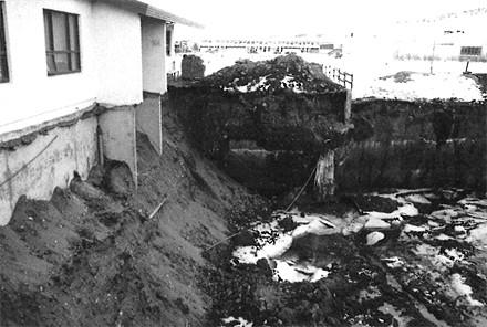 Byggingaframkvæmdir við íþróttahúsið.