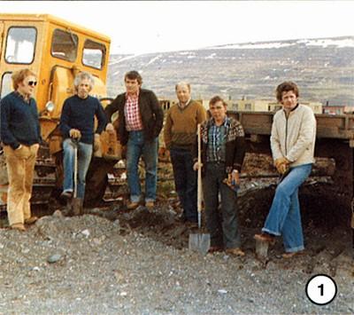 Vinna hafin við gerð malarvallar í Lundarhverfi vorið 1976